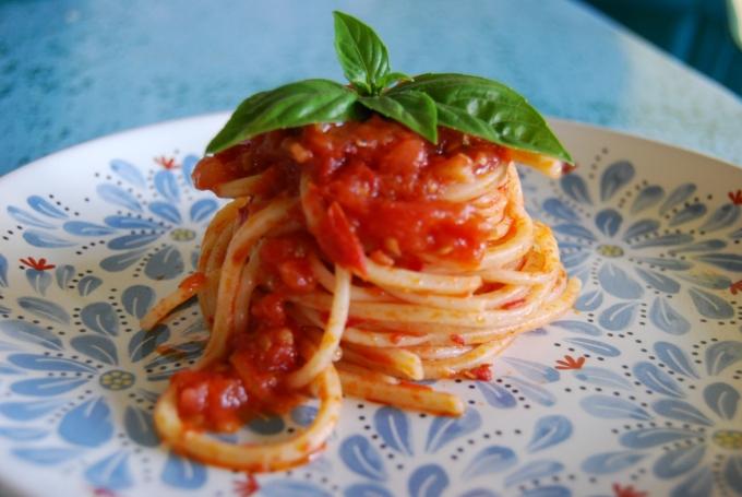 Spaghetti with Basil leaf
