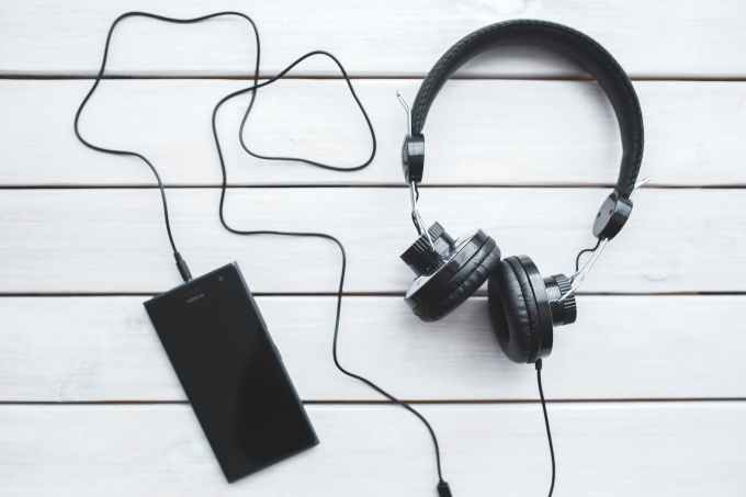 smartphone-vintage-technology-music.jpg